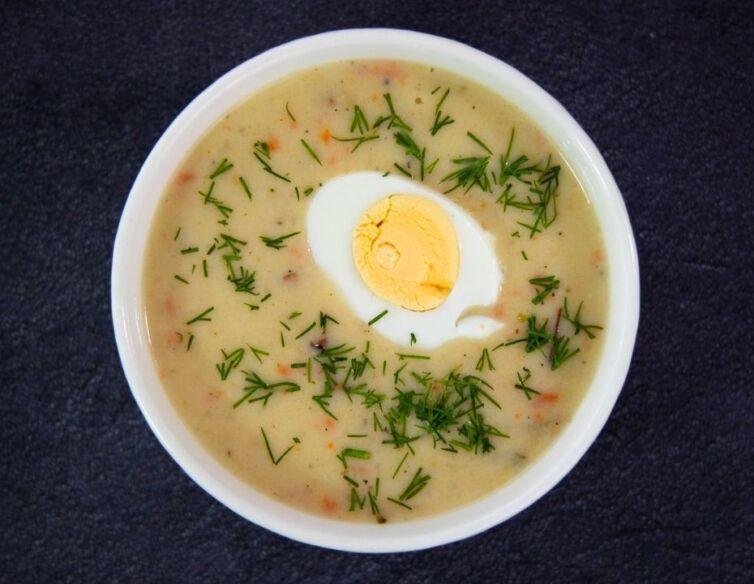 Zurek z jajkiem i kielbasa